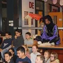 Click to view album: Sint op school